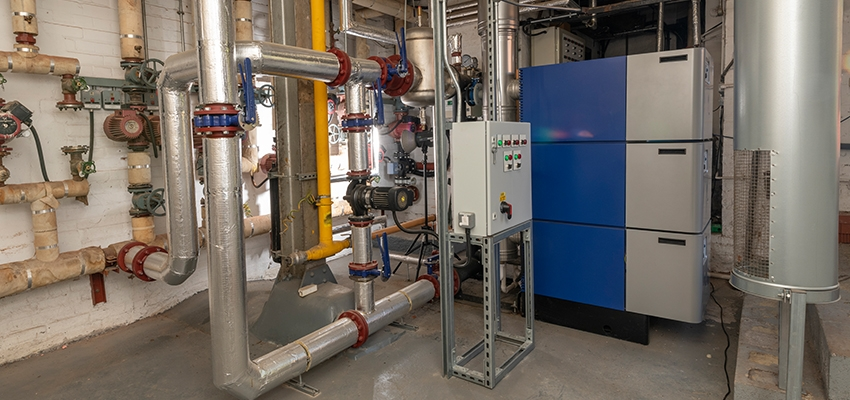 Side view of the Wessex ModuMax mk3 boiler including pipework.